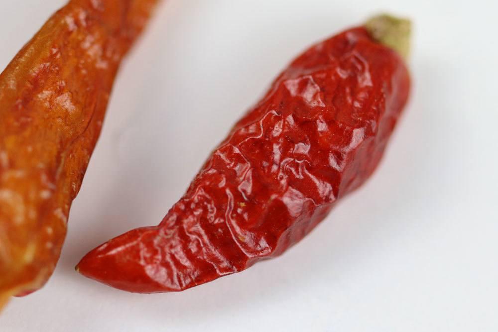 Peperoni/Chili trocknen zum Beispiel an der Luft