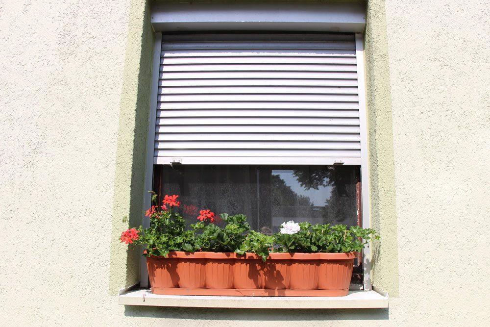 Rolladenkasten an einem Fenster