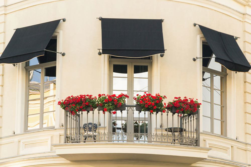 Balkon mit Blumenkästen