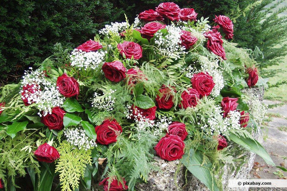 Rosen eignen sich für die Beerdigung