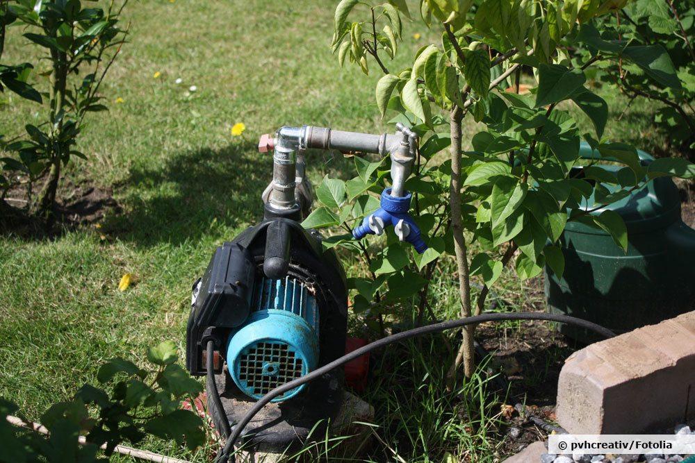Gartenpumpe montieren