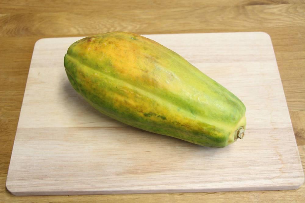 reife Papaya wählen