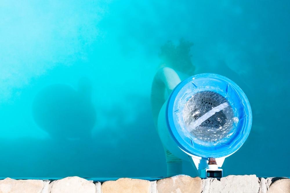 Pool Technik kann durch einen zu niedrigen pH-Wert in Mitleidenschaft gezogen werden