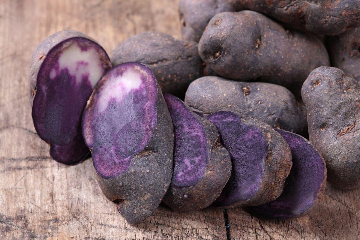 Gemüse mit V: Solanum tuberosum 'Vitelotte'