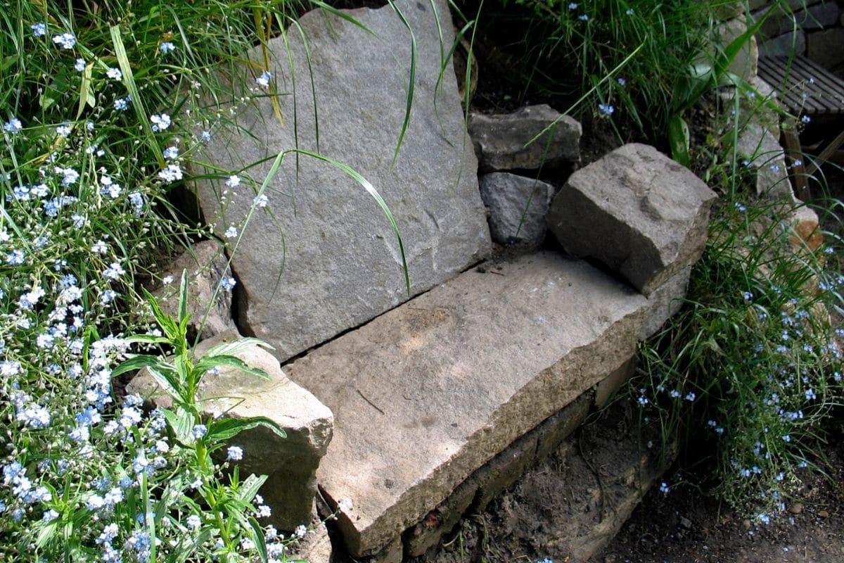 Sitzbank für einen romantischen Garten